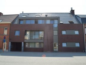 """Lichtrijk duplexappartement in residentie """"Felis"""" te huur nabij het centrum van Ieper. Garage aanwezig. Op wandelafstand van scholen en buurtwinkels."""