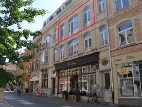 Gunstig gelegen appartement dichtbij station en Grote Markt. Veel lichtinval! Geen huisdieren toegelaten. Het appartement bestaat uit:<br /> <br /> Ve