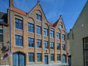 Rustig gelegen dakappartement in hartje Brugge met 2 slaapkamers. Gelegen in een zeer rustige straat zijnde Groeninge, te midden het historische centr