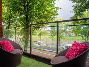 Dit 2 slaapkamerappartement met maar liefst 3 terrassen gelegen in een modern gebouw, is een staaltje knappe en functionele architectuur, rekening hou