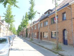 Instapklare woning gelegen op een boogscheut van centrum Brugge. De woning bestaat uit 3 ruime slaapkamers, lichtrijke leefruimte en zuidgerichte tuin