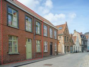 Instapklaar rijhuis met 2 kamers en terras. Dit huis is ingericht met de focus op gezelligheid en lichtinval. Gelegen in centrum Brugge.<br /> <br />