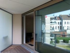 Dit ruim en lichtrijk appartement met 2 slaapkamers en terras in residentie Artevelde Garden is gelegen op een unieke ligging nabij Portus Ganda, Sint