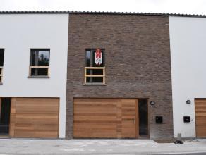 Deze ruime woning is centraal gelegen in Waregem. De woning omvat 3 slaapkamers, een stadstuintje en garage. <br /> <br /> INDELING: <br /> gelijkvloe
