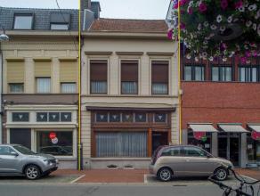 Deze ruime herenwoning op +/- 695 m² met 4 slaapkamers is gelegen in de Noordstraat op wandelafstand van de Grote Markt. <br /> <br /> De ligging
