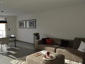 Nieuwbouwwoning te Rumbeke!<br /> <br /> De woning omvat: ruime inkom met gastentoilet - woonkamer met open keuken (voorzien van oa. kookplaat, dampka