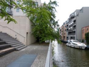 U bent op zoek naar een woonst in hartje Gent die rust en klasse uitstraalt?<br /> <br /> Dit nieuwbouwappartement is gelegen op de Kouter (Gent) met