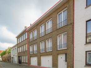 Te renoveren Appartementsgebouw met 2 appartementen en 2 garages, nog mogelijks uit te breiden, ruime terrassen. Centraal gelegen te Brugge.<br /> <br