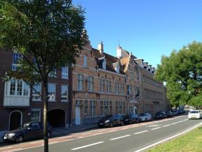 Praktijkruimtes langs de ring van Brugge. <br /> <br /> Indeling: <br /> - 2 Praktijkruimten (5 x 3,5m)<br /> - Wachtruimte (4,5 x 2m) met wastafel<br