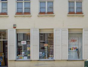 Centraal gelegen handelsgelijkvloers in het centrum van Brugge.<br /> <br /> Indeling:<br /> Gelijkvloers (ca. 60m²) ingericht als winkelruimte.<