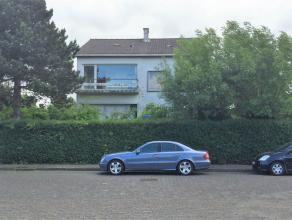 Voormalig handelshuis langs de Elisabethlaan te Oostende op een perceel van 1.470m² groot. <br /> <br /> De alleenstaande woning is als volgt ing