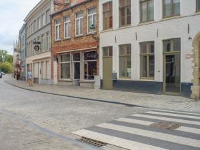 Nieuwbouw kantoorruimte (ca 80m²) in het nieuwbouwproject Theresianenhof gelegen in de Ezelstraat te Brugge.<br /> <br /> Indeling:<br /> - comme