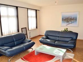 Gezellig en ruim appartement in het hartje van Roeselare met 2 slaapkamers.<br /> Prachtig gelegen met zicht op de Grote Markt, een echte aanrader voo