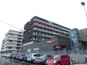 Dit recent appartement met 2 slaapkamers en een prachtig zicht richting Brugge, inclusief ondergrondse autostaanplaats, is gelegen aan het station te