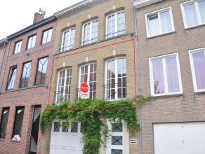 Dit gezellig appartement met 2 slaapkamers en groot zonneterras is gelegen in de Sulferbergstraat in het centrum van Brugge. Het appartement ligt op e