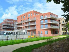 Luxueus afgewerkt nieuwbouwappartement (+/- 145 m²) met 2 slaapkamers te huur in Roeselare. Uw bezoek waard!<br /> <br /> Het appartement bestaat