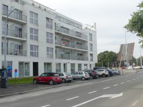 Recent appartement met 2 slaapkamers, een ruim terras met zicht op de Damse vaart en overdekte staanplaats. <br /> <br /> Indeling: <br /> 2°V.: I