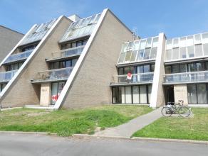 Appartement op 1°V. met 2 slaapkamers, terras en prachtig zicht op de Sint-Pietersplas.<br /> <br /> Indeling:<br /> 1°V.: Inkomhal met toilet