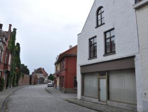 Gemeubelde duplex met 2 slaapkamers in centrum Brugge.<br /> <br /> INDELING:<br /> Glvl.: Inkom met trap<br /> 1°V.: Nachthal (12m²) met kle