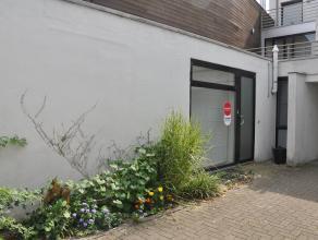 Duplex appartement met 1 slaapkamer en autostandplaats nabij het Astridpark. Het appartement ligt binnen het Brugse centrum doch heeft u een snelle to