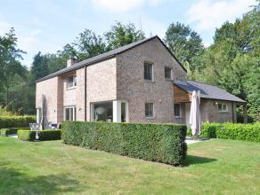 Prachtige villa gelegen in het residentiële Tillegembos. De villa omvat 4 slaapkamers en heeft een mooie rustige tuin.<br /> <br /> Indeling:<br