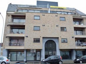 Stijlvol afgewerkt appartement met ruime terrassen en dubbele garage nabij de Grote Markt van Roeselare.<br /> <br /> Bestaande uit:<br /> 4e verdiepi