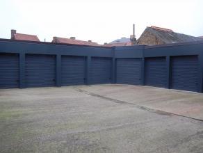 De garageboxen zijn gelegen in de Koopmansstraat nabij het gerechtsgebouw in Brugge. De garageboxen werden gerenoveerd in 2015 en zijn voorzien van ee