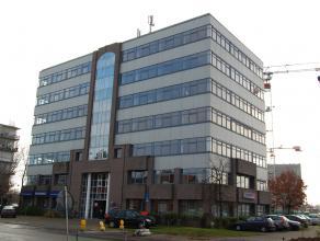 Kantoorruimte te Sint-Michiels vlakbij de expressweg en met een vlotte bereikbaarheid van het station met een oppervlakte van 512 m² bestaande ui