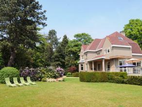 Op dit domein van 3.154m² kom je helemaal tot rust. De villa heeft een bewoonbare oppervlakte van maar liefst 461m² en ligt wat inwaarts, wa