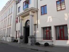 """Deze instapklare serviceflat maakt deel uit van de residentie """"Ten Eeckhoute"""" in een stijlvol kader en ingeplant in een unieke groene en serene omgevi"""