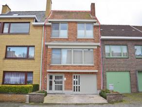 Deze instapklare en perfect onderhouden woning is gelegen op een rustige locatie in het centrum van Sint-Kruis op 1 km van Brugge Centrum. Commerci&eu