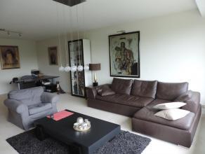 Res. Sincfal : ruim appartement op 4e verdieping met doorzon: inkom, ruime living met zitplaats en eetplaats, terras voor- en achteraan, ingerichte ke