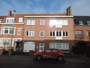 Appartement op de 1ste verdieping met ruime hall, living (parket), toilet, keuken, berging, 2 slks, badkamer, terras.Mogelijkheid om een garage bij te