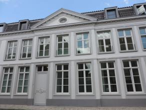 Volledig instapklaar nieuw appartement in centrum Brugge, zonnige, ruime living met open ingerichte keuken en zonnig terras, keukenberging, 2 slks en