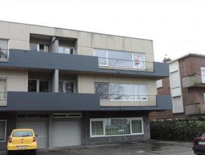 Appartement op de 2de verdieping met inkom, living, keuken, berging, toilet, 3 slaapkamers, badkamer, terras, kelder en garage. Provisie: euro25/maand