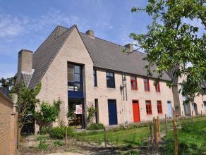 Ruime woning in het centrum van Brugge met groen zicht in zeer rustige omgeving. De woning heeft een mooie inkomhal met vestiaire en toilet, lichtrijk