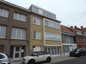 Goed onderhouden appartement op 2e verdieping met living, keuken, ruime berging, 2 ruime slaapkamers, badkamer, toilet, balkon, fietsenstalling benede