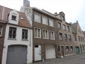 Volledig vernieuwd appartement met prachtig zicht gelegen op de 3de verdieping. Met living + open ingerichte keuken, 1 slaapruimte, badkamer, berging,
