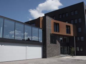 Deze instapklare kantoren maken deel uit van een gloednieuw gebouw langsheen de Brugse Ring (aan de Warandebrug/Boudewijnbrug), strategisch gelegen vl