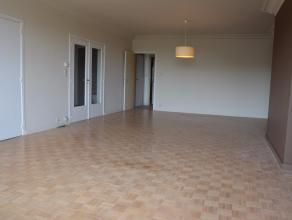 Mooi gerenoveerd appartement op de 6de verdieping. Het appartement beschikt over een inkom, living met parket, nieuwe keuken met toestellen, 2 slaapka