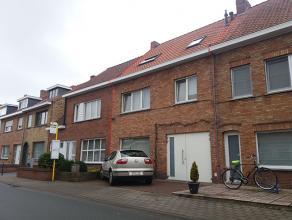 Ruime en moderne rijwoning met 4 slaapkamers en tuinRuime en moderne rijwoning bestaande uit:Garage (voor kleinere wagen) als inkomhal, hall met gaste