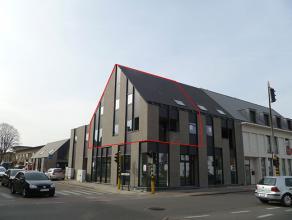 Moderne woning op verdiep met 3 slaapkamers en terrasModerne woning op verdiep bestaande uit:Glvl.: inkomhal met trap1° verd.: gastentoilet met ha