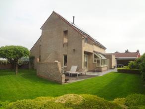 Rustig gelegen energiezuinige woning tussen Brugge en KnokkeKwalitatief afgewerkte energiezuinige 4 slaapkamerwoning op zeer rustige ligging. Een pare