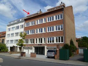 Recent appartement op 4de verdieping met 2 slaapkamersRecent appartement bestaande uit:Glvl.: inkomhal met trap en lift.4de verd.: inkomhal, leefruimt