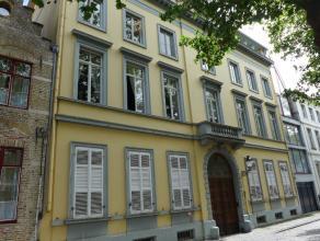 Een fantastisch appartement met uitzicht op de sint-Annarei! Dit klassevol appartement bestaat uit 2 grote slaapkamers met elk hun eigen en royale bad