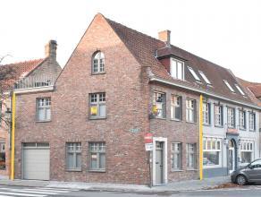 Uitstekend gerenoveerde hoekwoning op uiterst centrale ligging te Centrum Brugge. <br /> <br /> Dit eigendom is gelegen op een oppervlakte van 67m2 t.
