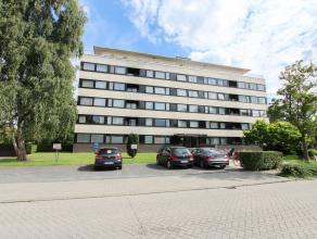Op een boogscheut van Centrum Brugge vinden we dit ruim appartement terug. <br /> <br /> De indeling van het appartement is als volgt, een ruime leefr