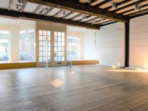 Commercieel uitstekend gelegen handelsruimte. Deze uitermate goed gelegen handelsruimte is circa 180 m² groot en is gelegen in de Smedenstraat: d