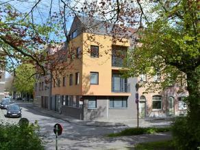 Mooi duplex-appartement met zicht op de vesten. Wie graag in de stad woont maar toch zicht op groen wil, zal hier zeker aarden. Dit aangenaam duplex-a
