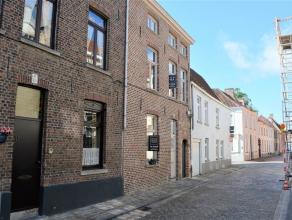 Prachtig gerenoveerd woonhuis in de buurt van het Astridpark. Deze schitterende instapklare woning bestaat uit een inkom, een gastentoilet en een aang